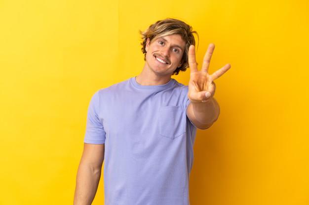 bel-homme-blond-isole-heureux-comptant-trois-doigts_1368-170155.jpg