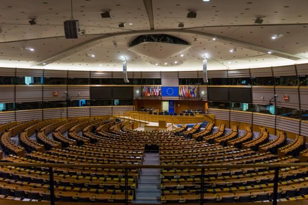 salle-pleniere-vide-du-parlement-europeen-bruxelles-belgique_308180-404.jpg