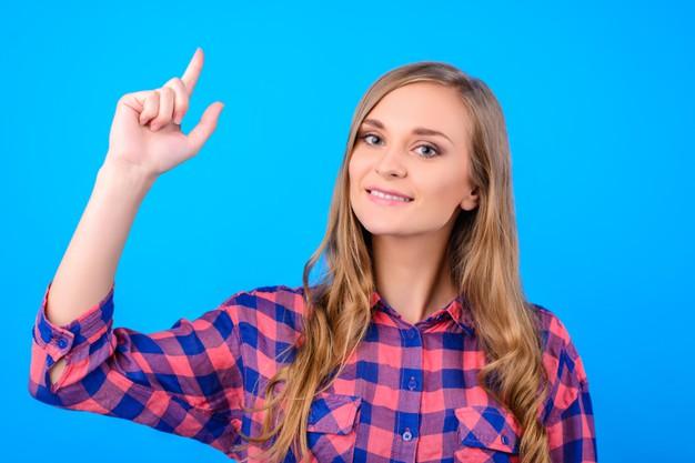girl-holding-finger-up-fond-bleu-isole_352249-493.jpg