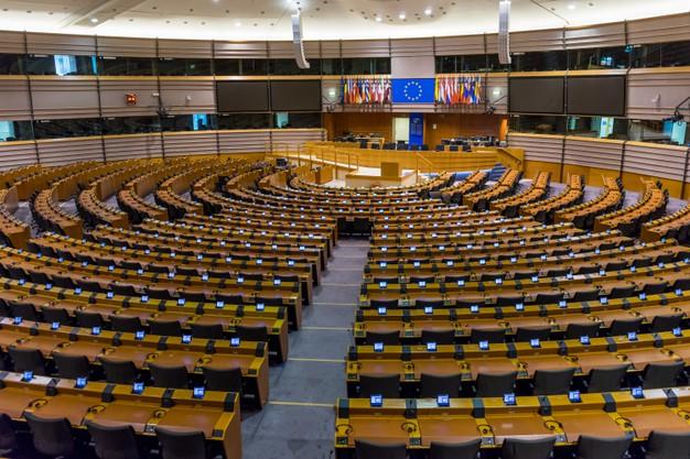 salle-pleniere-vide-du-parlement-europeen-bruxelles-belgique_308180-405.jpg